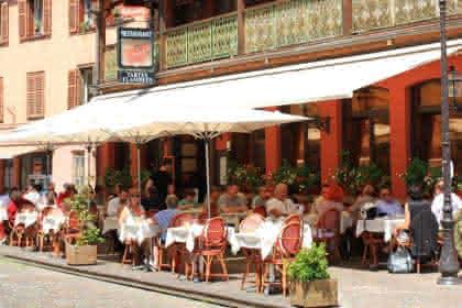 www.restaurant-maisonrouge.com