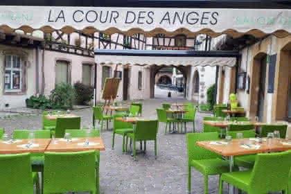 lacourdesanges@outlook.fr