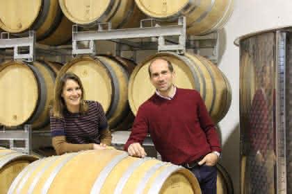 Christian et Valérie Beyer, 14è génération de vigneron, dans le chai à Eguisheim